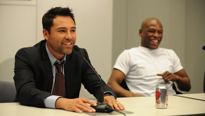 Oscar De La Hoya is open to the idea of partnering with Floyd Mayweather Jr. to buy the Los Angeles Clippers from Donald Sterling.