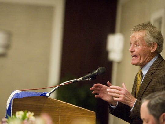 Jim Garrett speaks at the 2008 Lombardi Awards Dinner