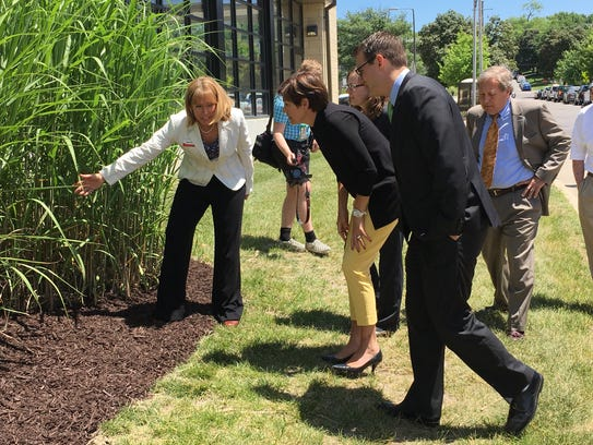 Gov. Kim Reynolds, center, views a patch of energy-producing