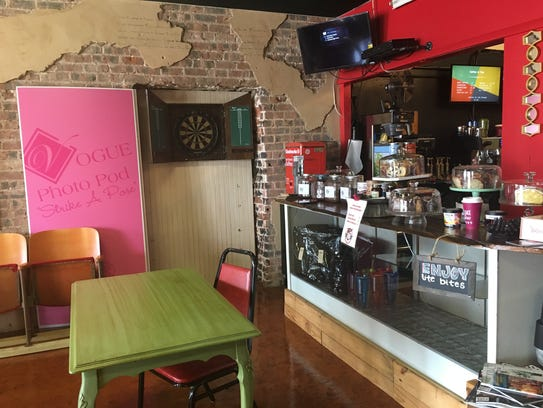 The bakery and coffee counter at Retro 521 in Bossier
