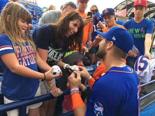 Tim Tebow signs autographs for St. Lucie Mets fans