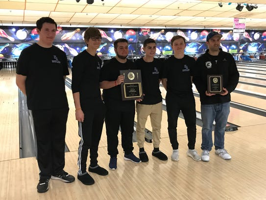 The North Arlington boys bowling team captured its