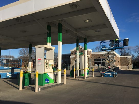 Sign crews remove BP logos from the former Allouez