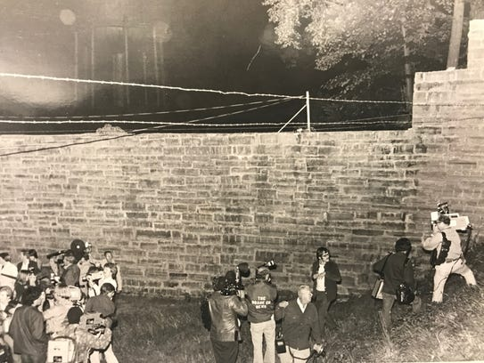 Camera crews gather outside the wall over which James Earl Ray and several other inmates escaped from Brushy Mountain State Penitentiary on June 9, 1977.