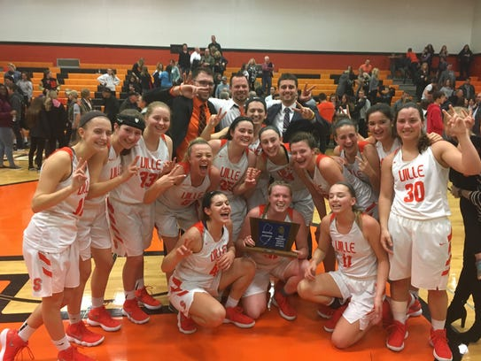 Somerville celebrates the 2018 North 2 Group III championship