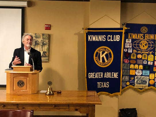 Author Al Pickett speaks to the Kiwanis Club of Greater