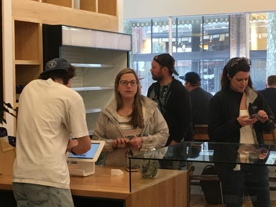 Customers line up to order at Pearl on Union, 513 Union