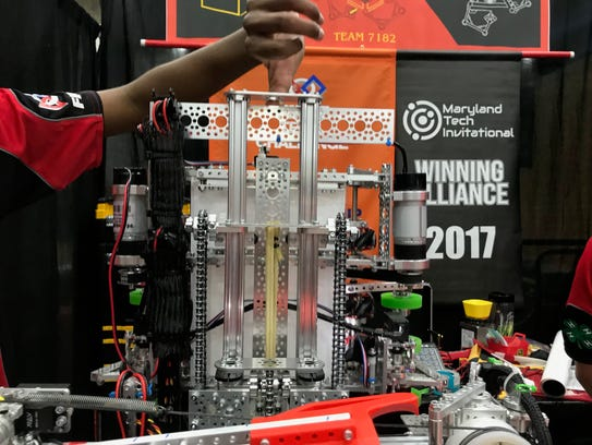 A cascading chain lift on a robot built by the Horizons