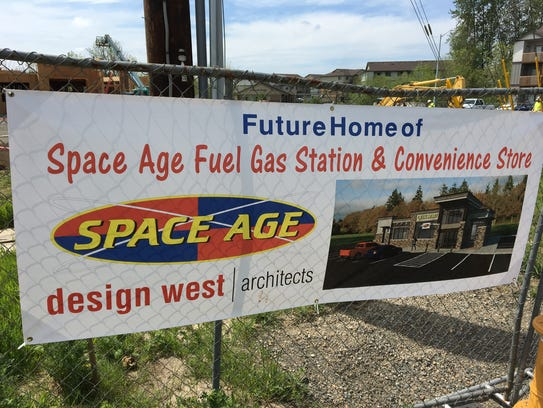 Construction of a new Space Age gas station and convenience