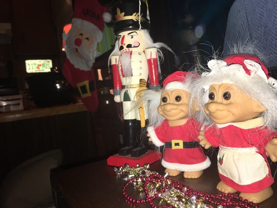 From bah humbug to christmas cheer for Bah humbug door decoration