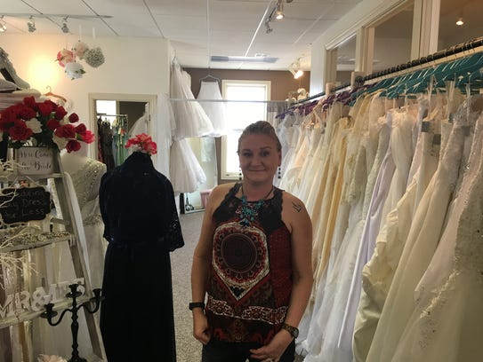 Green bay 39 s broadway retail turnover gives shoppers new for Wedding dress shops in green bay wi