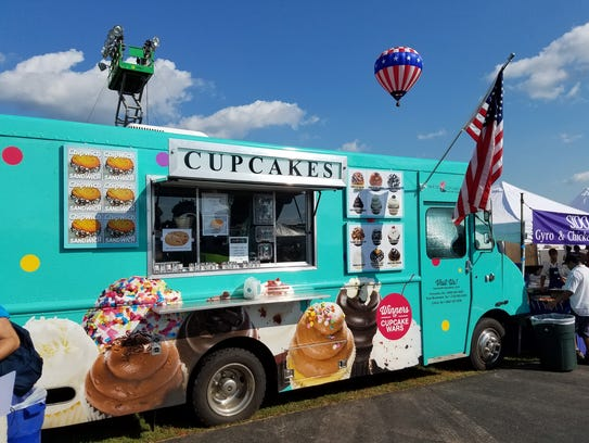 The House of Cupcakes food truck.