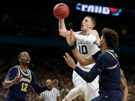 Villanova guard Donte DiVincenzo drives to basket vs.