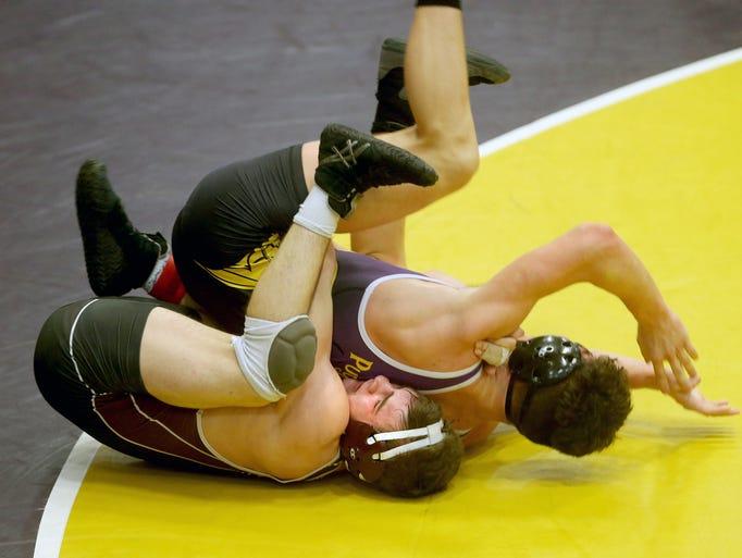 South Kitsap wrestler Mason Eaglin defeats Issac Clark