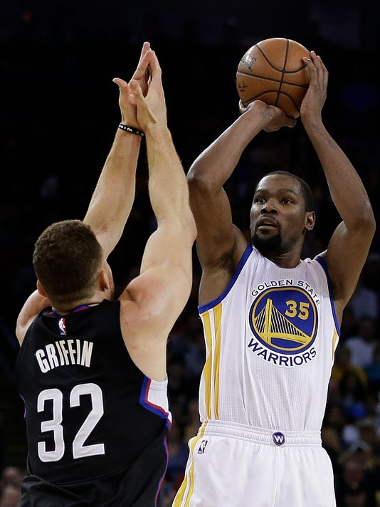 Golden State Warriors' Kevin Durant, right, shoots over Los Angeles Clippers' Blake Griffin (32) during the second half of an NBA basketball game Thursday, Feb. 23, 2017, in Oakland, Calif. (AP Photo/Ben Margot)