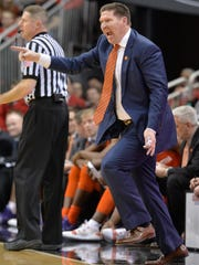 Clemson_Louisville_Basketball_48416.jpg
