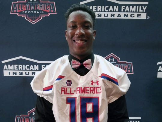 KJ Henry received his Under Armour All-American jersey. (Photo: Intersport)