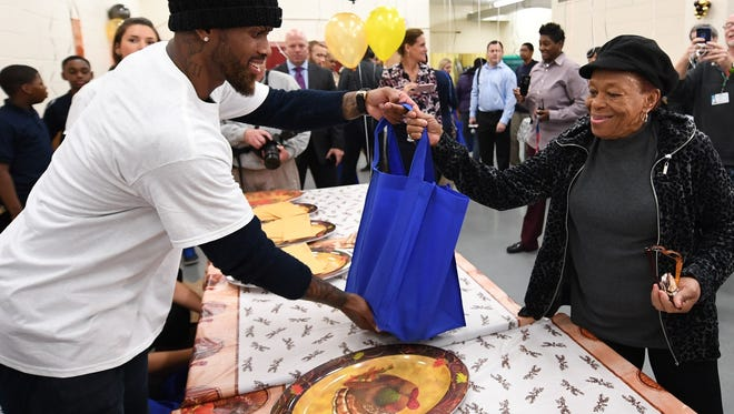 Jose Reyes gives out a turkey at MS 72 in Queens on Tuesday morning.