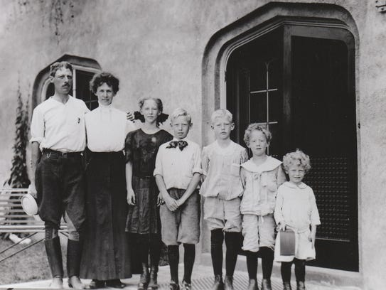 Fred and Ida Pabst pose with their children around