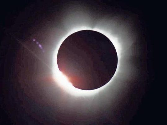 636329569446727143-eclipse1.jpg