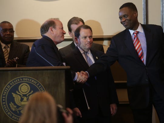 Detroit emergency manager Kevyn Orr shakes the hand
