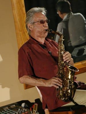Pat Rizzo, performing at the season closing party at Vicky's of Santa Fe