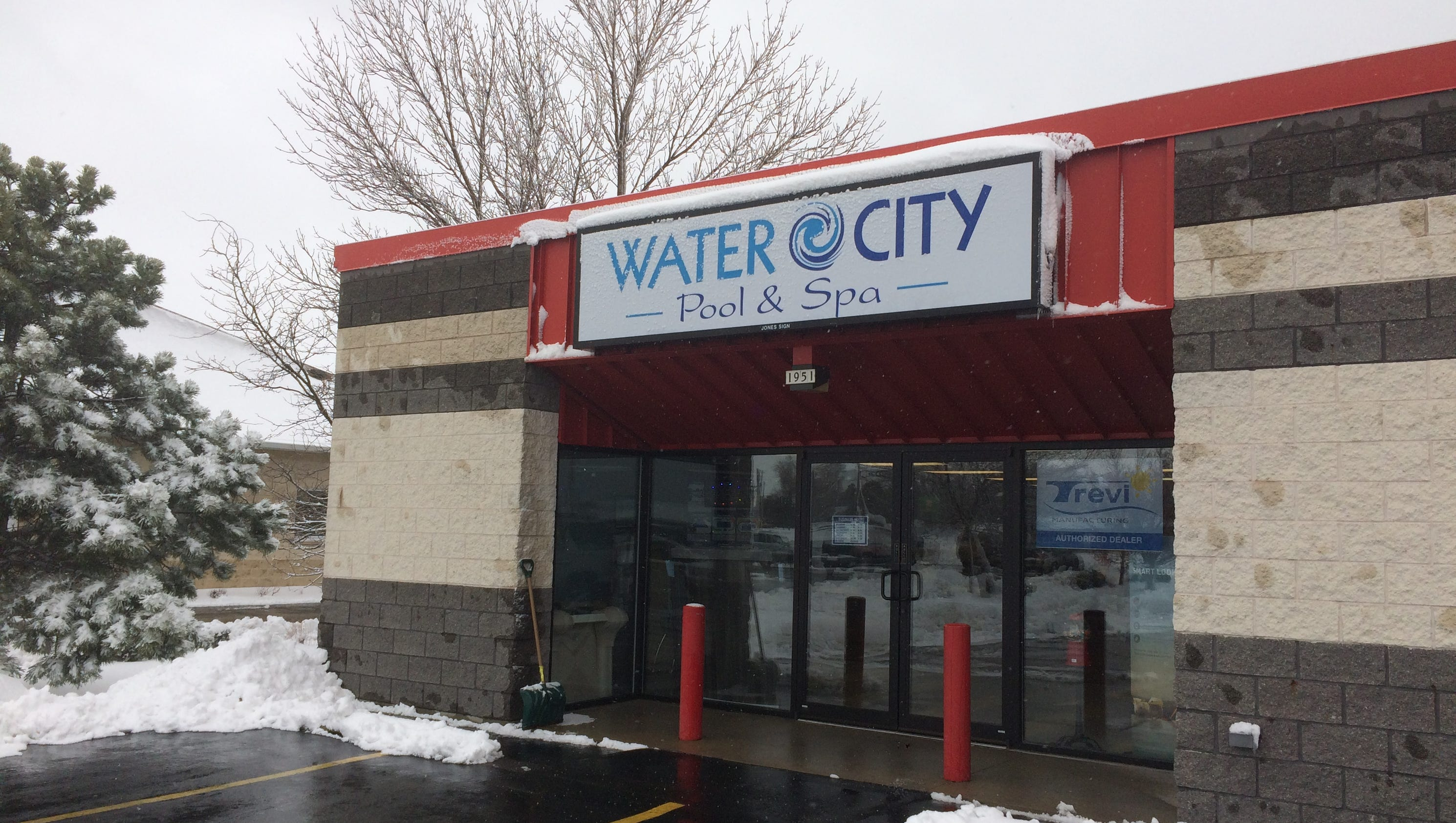 Pool spa store opens in oshkosh Swimming pool water delivery wisconsin