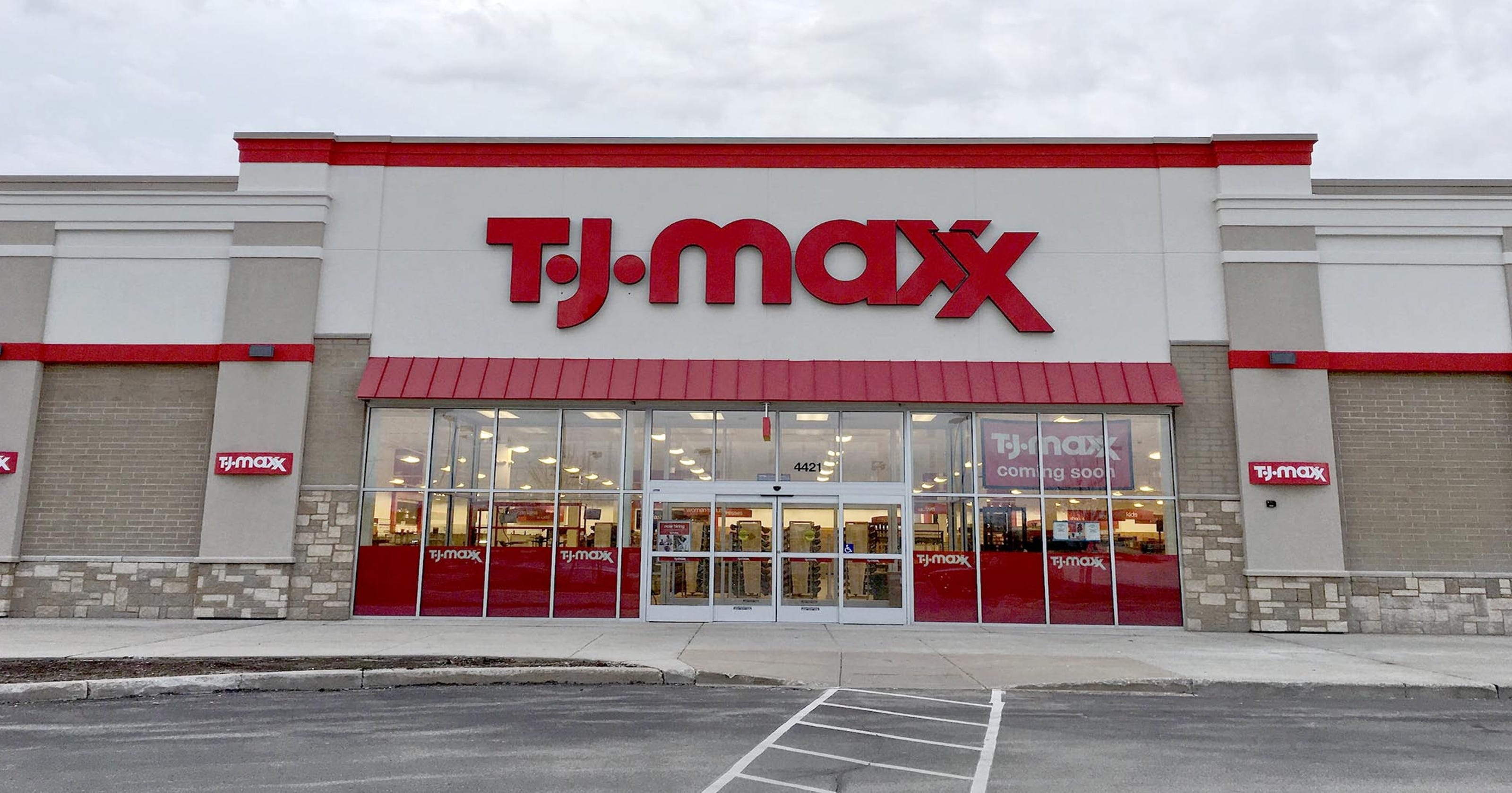 manitowoc tj maxx opens may 20 color craft addition finishes. Black Bedroom Furniture Sets. Home Design Ideas