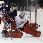 Howard bails out sloppy Red Wings in win over Rangers