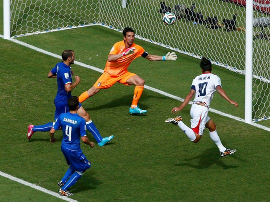 Costa Rica's Bryan Ruiz (R) scores a goal against Italy's Gianluigi Buffon (2nd R) during their 2014 World Cup Group D soccer match at the Pernambuco arena in Recife June 20, 2014.