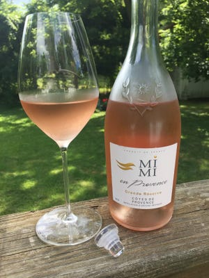 MiMi en Provence Grand Réserve 2015 has a Vinolok, or glass stopper, which is easily removed and replaced.