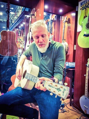 Chris Barron of the Spin Doctors.