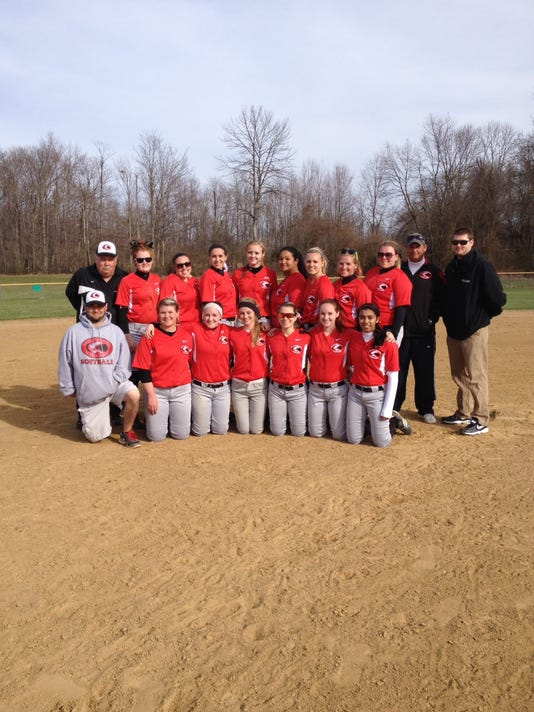 UC Clermont softball team photo .jpg