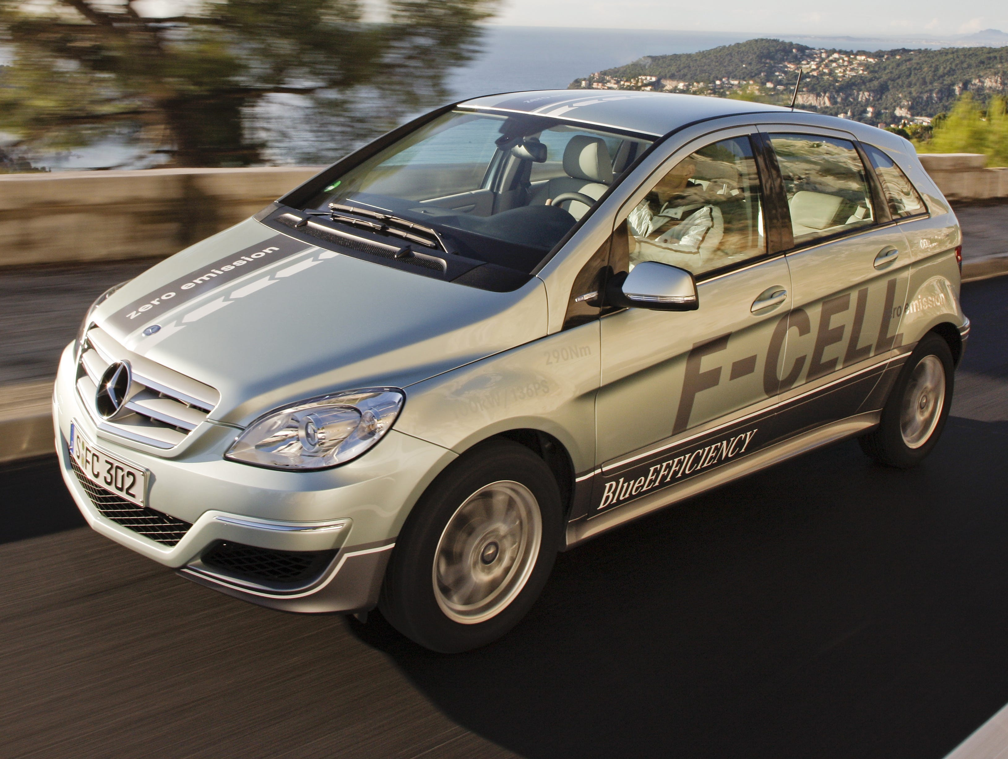 Drive on ford daimler nissan developing hydrogen car for Mercedes benz hydrogen car
