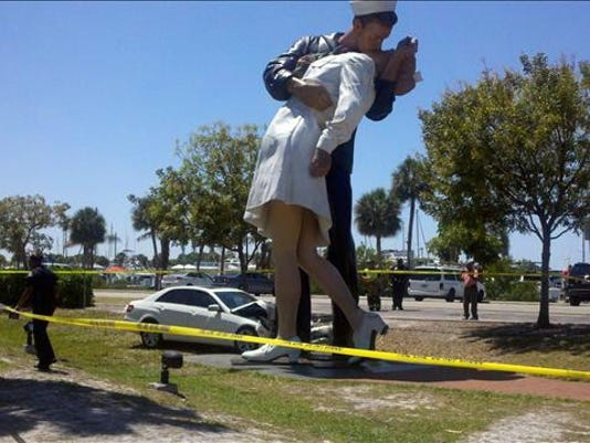 Park Place Mercedes >> Kissing statue returns to Fla. city after repairs