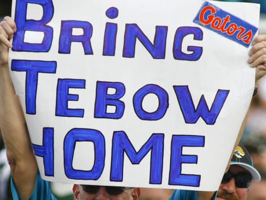 01-10-tebow-fans