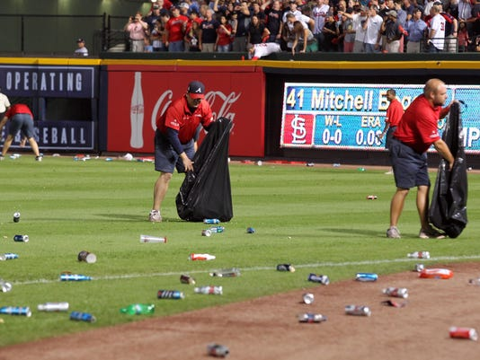 2012-10-05-braves-cardinals-trash