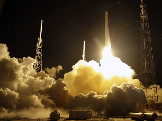 SpaceX liftoff