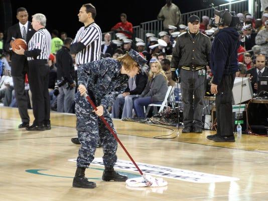 2012-11-9-NCAA-basketball-carrier-classic-2