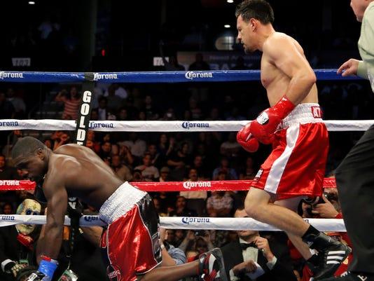 Guerrero knocks Berto down