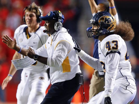 2012-11-28_KentState-Hazell-celebrates