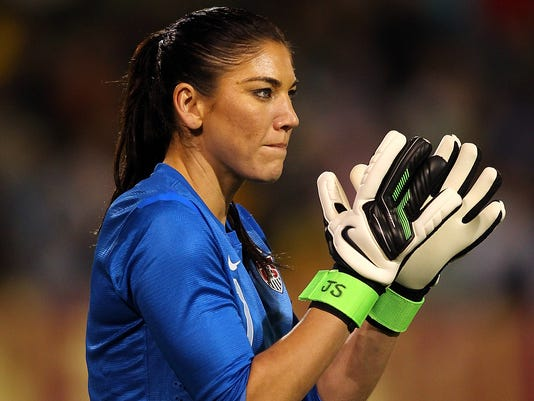 2012-11-28_HopeSolo-USA-Ireland