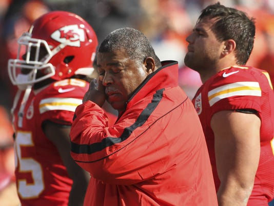 2012-12-01-chiefs-crennel-a1