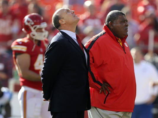 2012-12-05-romeo-crennel-scott-pioli
