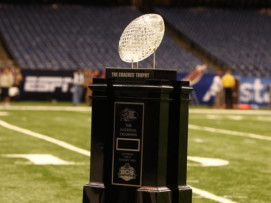 2012-12-11_BCS_coaches_trophy
