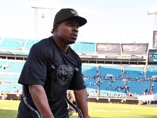 2012-12-28-Jones-Drew-crutches
