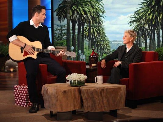 Josh Hopkins serenades Ellen