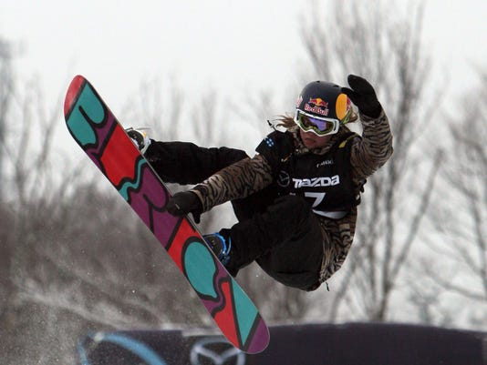 2013-1-22-arielle-gold-snowboard