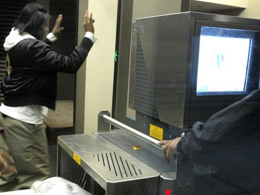 101605 metal detector