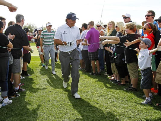 2013-2-3 phil mickelson crowds